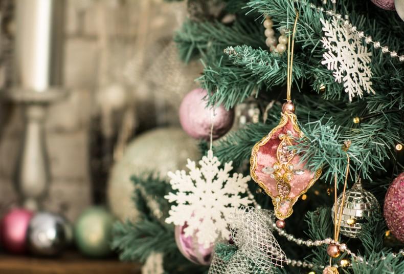 TOUR A VICTORIAN CHRISTMAS HOME
